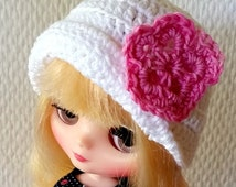 Blythe white hat, Ann Estelle white hat, minifee hat, pink flower crochet hat,  Doll Accessory, AM doll, doll hat, Ellowyne clothes,