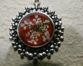Pendant with Queen Anne