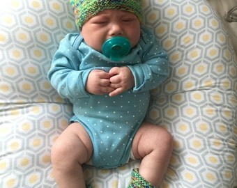 Green Confetti Hat & Bootie Set