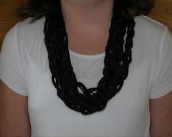 Black and dark purple chain link scarf.