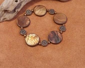 stretch shell disc bracelet