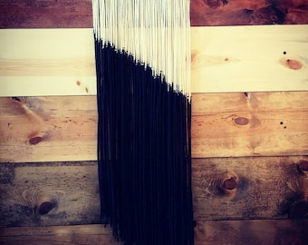 Monochrome long yarn tapestry
