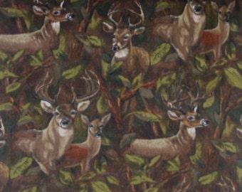 Fleece Deer in Trees Camo Fleece Fabric Baum.