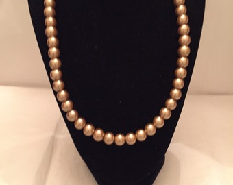 Golden Pearl Necklace/Pearl/Necklace