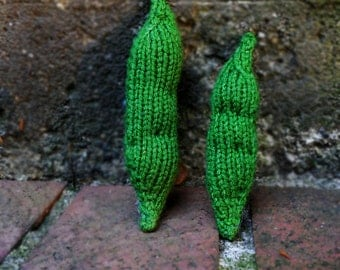 Knitted Pea Pod Cat Toy