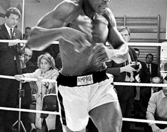 """Muhammad Ali Legendary Boxer """"The Greatest"""" - 5X7 or 8X10 Publicity Photo (ZY-150)"""
