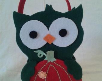 Green Owl felt basket