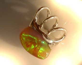 Pendant with Opal, 16 x 12 mm Opal pendants, unique, VIDEO Welo Opal pendant