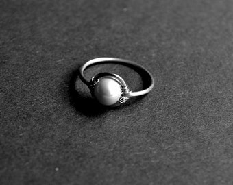Sterling silver and pearl minimalist ring. Romantic ring.