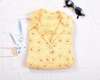 Camisas vintage caladas con cuello pijamero / Vintage shirts with notched collar.