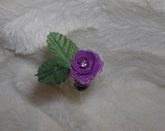 purple beads,purple flower pot. Add a couple leaves and you have a perfect hat pin