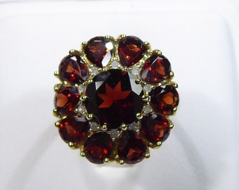 Vintage 10k yellow gold big ring with 8mm center Garnet and Diamond, size 6.25