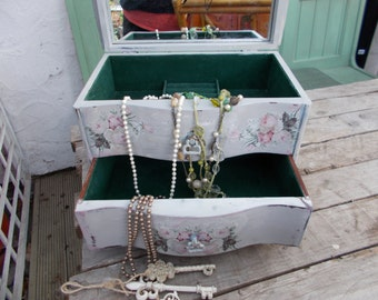 vintage inspired shabby chic  jewelry /trinket cask/box
