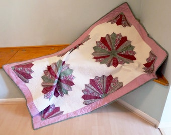 Pink and Green Dresden, Single Quilt