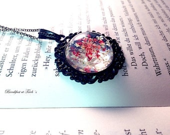 Genuine dill flowers in red and white pendant black