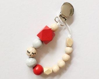 Sleepy eyes > hand-painted Tutana with geometric wooden beads - red, grey