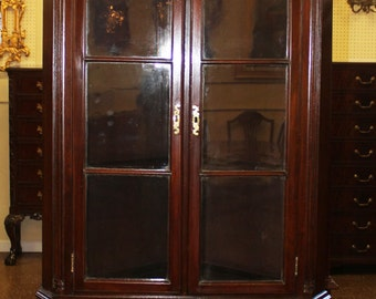 Stunning Restored Philadelphia Carved Mahogany Shell Corner Cabinet C1880