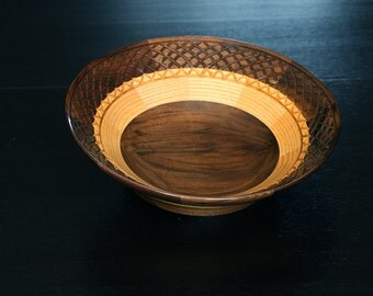 Plate in black walnut and ash with collage and engraving wooden