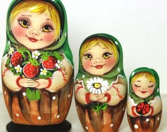 "Matryoshka ""Alain with strawberries"" 3 places"