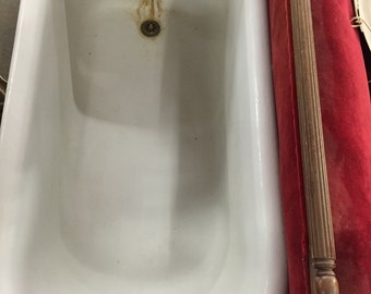 Vintage  Bathtub With Four Legs