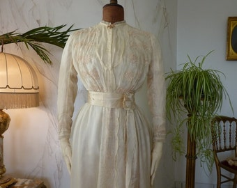 Wedding Dress with the Photograph of the Bridal Pair, Edwardian Wedding Gown, Antique dress, antique gown, Bridal dress, ca. 1913