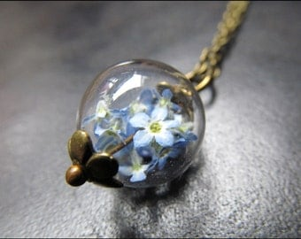 Small delicate forget-me-nots chain