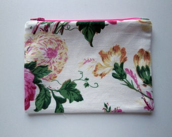 Makeup Bag - Botanical Print Bag - Floral Linen clutch - purse organizer - clutch purse - travel bag - fabric bag - Electronics organizer