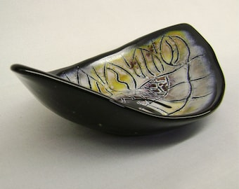 "Wonky Dish in Fused Glass 9"" Black Taupe Amber"