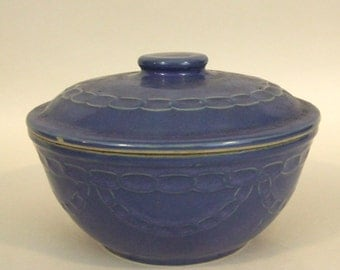 VINTAGE Blue Monmouth CHAIN link Casserole with LID