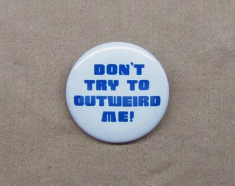 """Hitchhiker's Guide 'Don't Try to Outweird Me!' Button 1.25"""" Zaphod Beeblebrox Quote"""