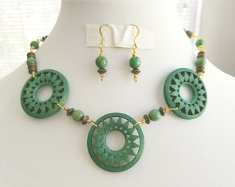 Necklace Green Wooden Disk Mixed Metal And Earrings