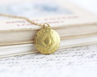 Small Round Ornate Locket Necklace - Vintage Locket Pendant - Photo Locket - Keepsake Jewelry - Bridesmaid Gift -Girlfriend Gift - Picture