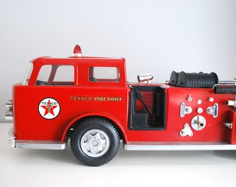 1960s Texaco Fire Truck Vintage Red Fire Chief Engine Advertising Premium Retro Toy Vehicle Water Pump Wen Mac Pressed Steel Push Pull Toy