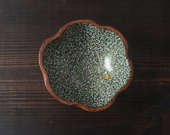 Flower Bowl : Green and Gold Dots