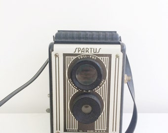 Vintage Spartus Full-Vue camera  Art deco style
