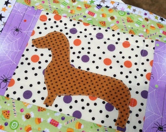 Halloween mug rug dachshund mug rug Halloween mini quilt doxie mug mat dachshund applique quilt cute mug rug dachshund quilt doxie quilt