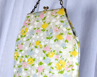 Mod Flowered Purse with Chain Strap and Kiss Closure