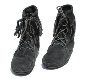 Vintage Black Suede Moccasin Ankle Boots / Fringe Moccasin Boots / size 9