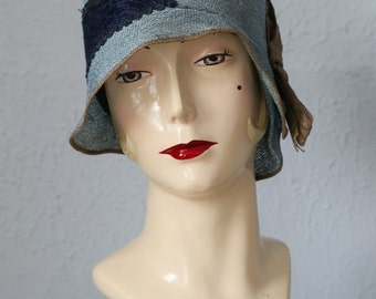 ON SALE 1920s Woven Cloche with Bow Accent.  20s Flapper