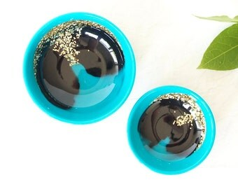 Pair of two.One large and one small resin salt and pepper spice pinch trinket dish bowls in turquoise,black, and gold glitter.