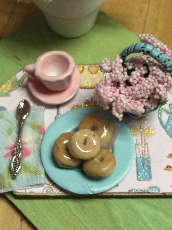 Breakfast Donuts Prep Board-1:12 Dollhouseminiature