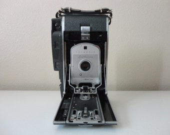 VINTAGE POLAROID land CAMERA model 160 - photo prop - camera decor