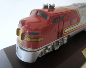 1992 Limited Edition Avon Collectible 1948 Santa Fe Train Locomotive Diesel Engine Fine Figurine Silver Red Wood Display Stand Original Box
