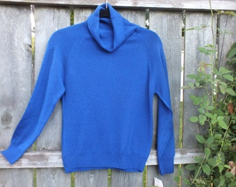 BRIGHT BLUE PENDLETON Sweater Vintage without flaws Made in the U S A of Pure Virgin Wool Medium