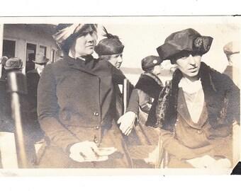"vintage Photo ""Who Me"" Stylish Women Hat Dress Coat Ladies 1910s snapshot"