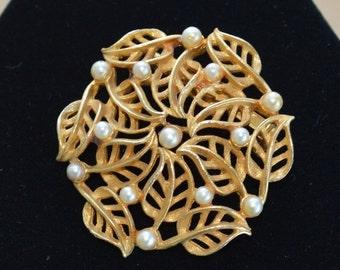 On sale Pretty Vintage Faux Pearl, Gold tone Filigree Floral Leaf Brooch (V12)