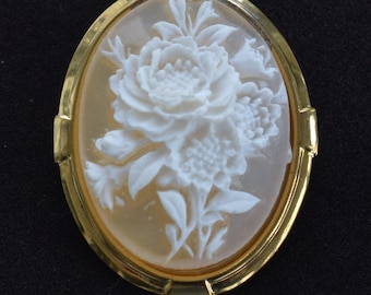 Pretty Vintage Beige, White Carved Floral Rose Scarf Holder, Gold tone (AJ13)