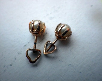 Faux Pearl Vintage Screwback Earrings