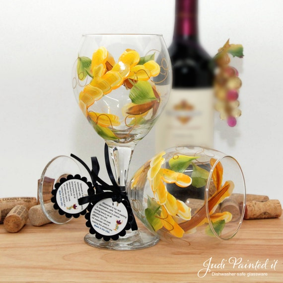 Painted wine glass, flower wine glass, personalized gift, wine goblet, unique wine glass, floral decor, spring table decor, yellow flowers