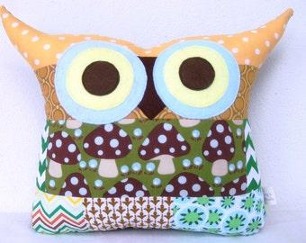 Christmas sale /Patchwork/owl decor /or him/ Green /blue/polyfil Stuffed little owl pillow/decoration/express shipping